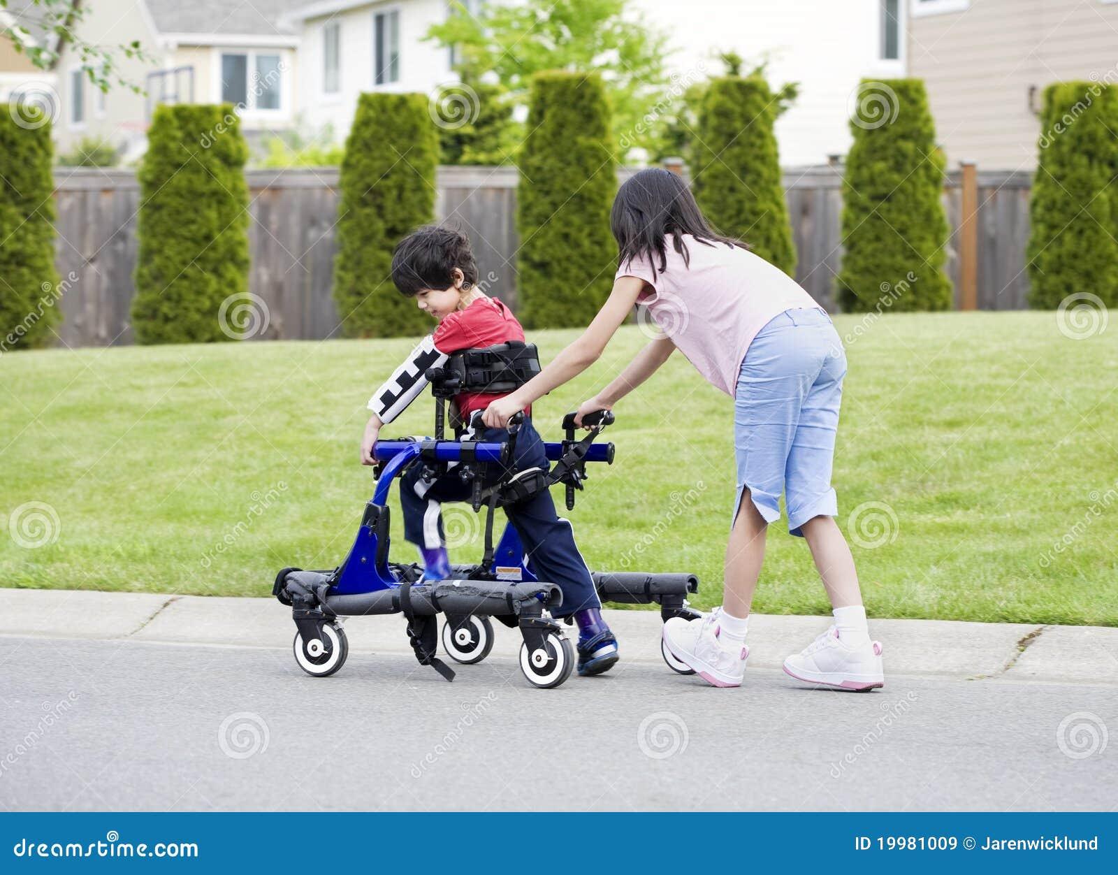 哥哥被禁用的帮助的姐妹步行者