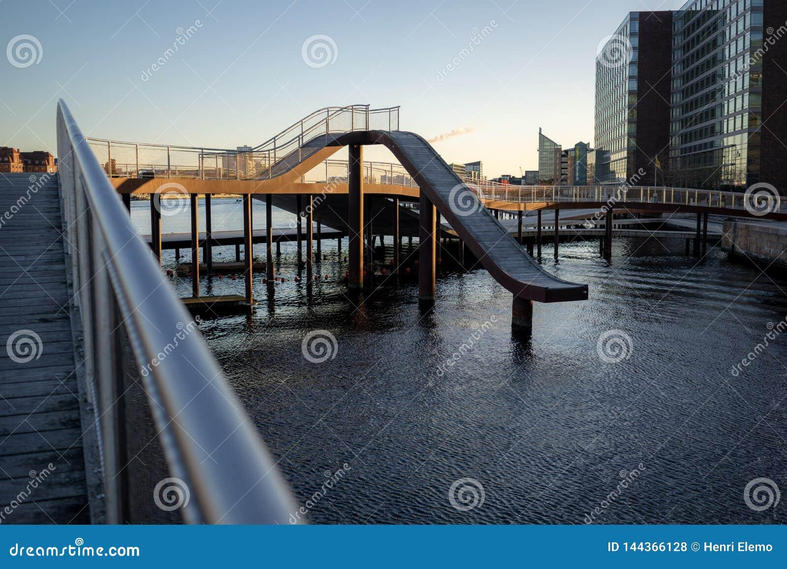 哥本哈根,丹麦- 2019年4月1日:是一个现代结构的Kalvobod桥梁