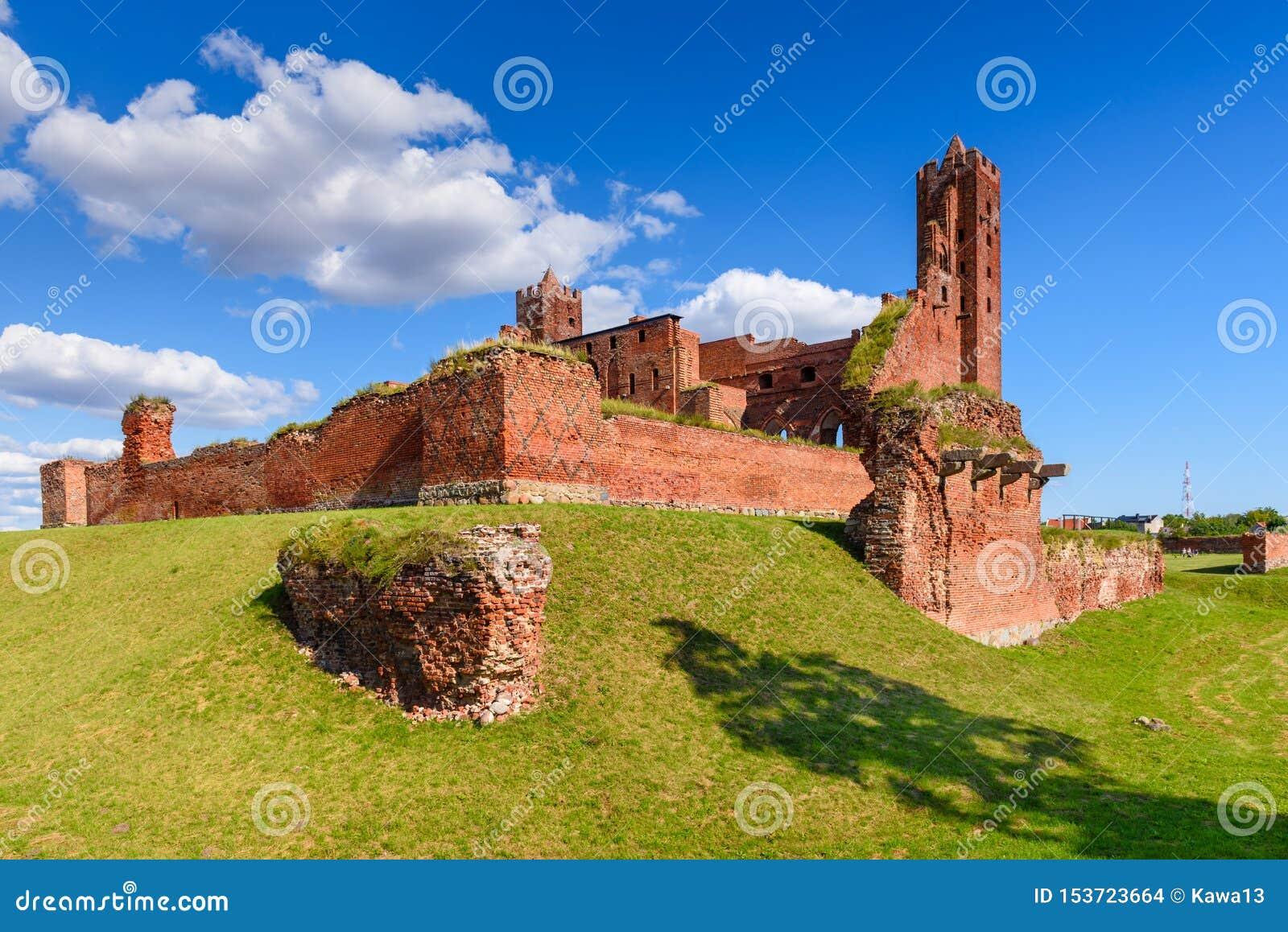哥特式条顿人城堡的废墟在Radzyn Chelminski,波兰,欧洲