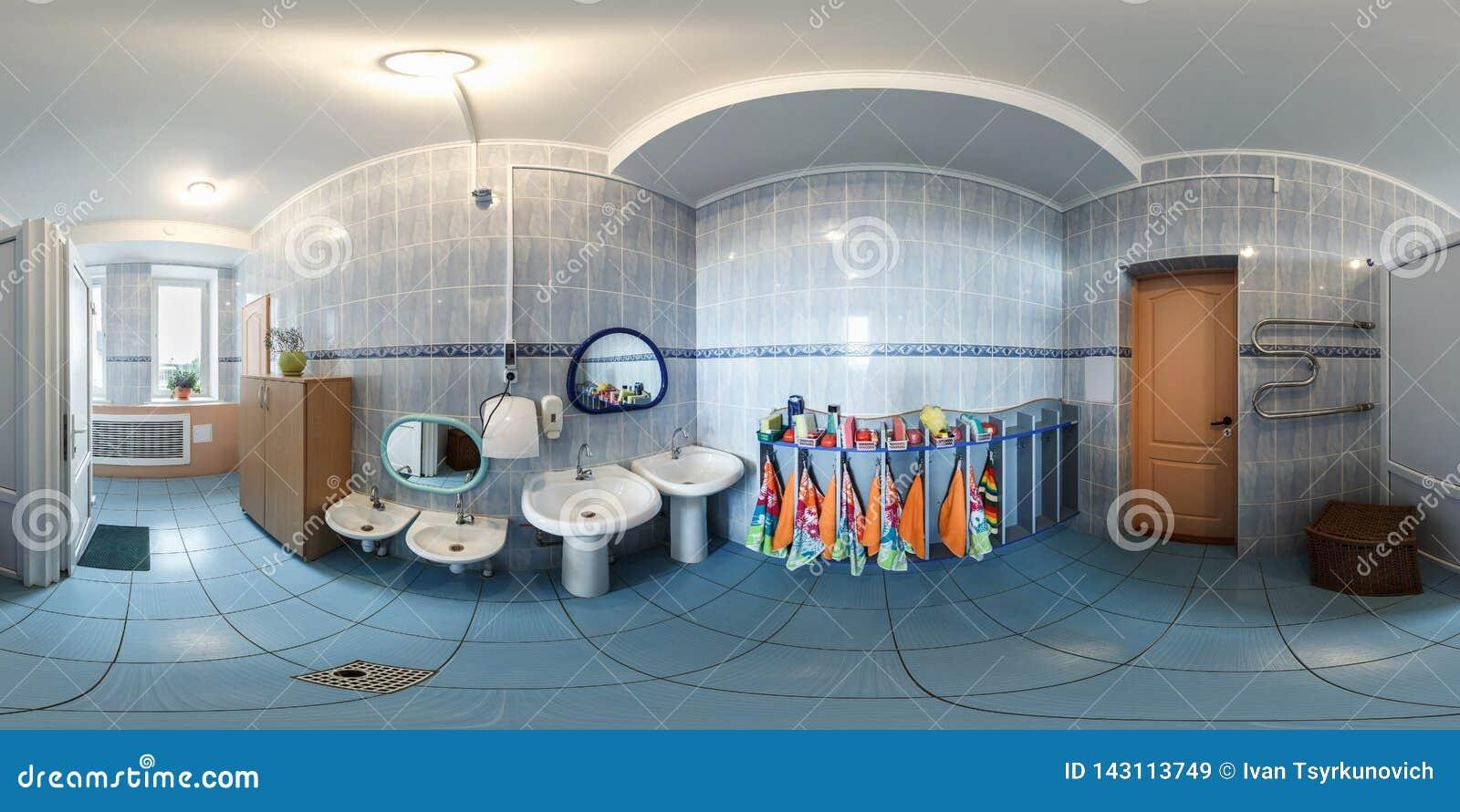 哥罗德诺,白俄罗斯- 2016年4月:充分的无缝的全景在内部小卫生间里面的360角度度在葡萄酒幼儿园