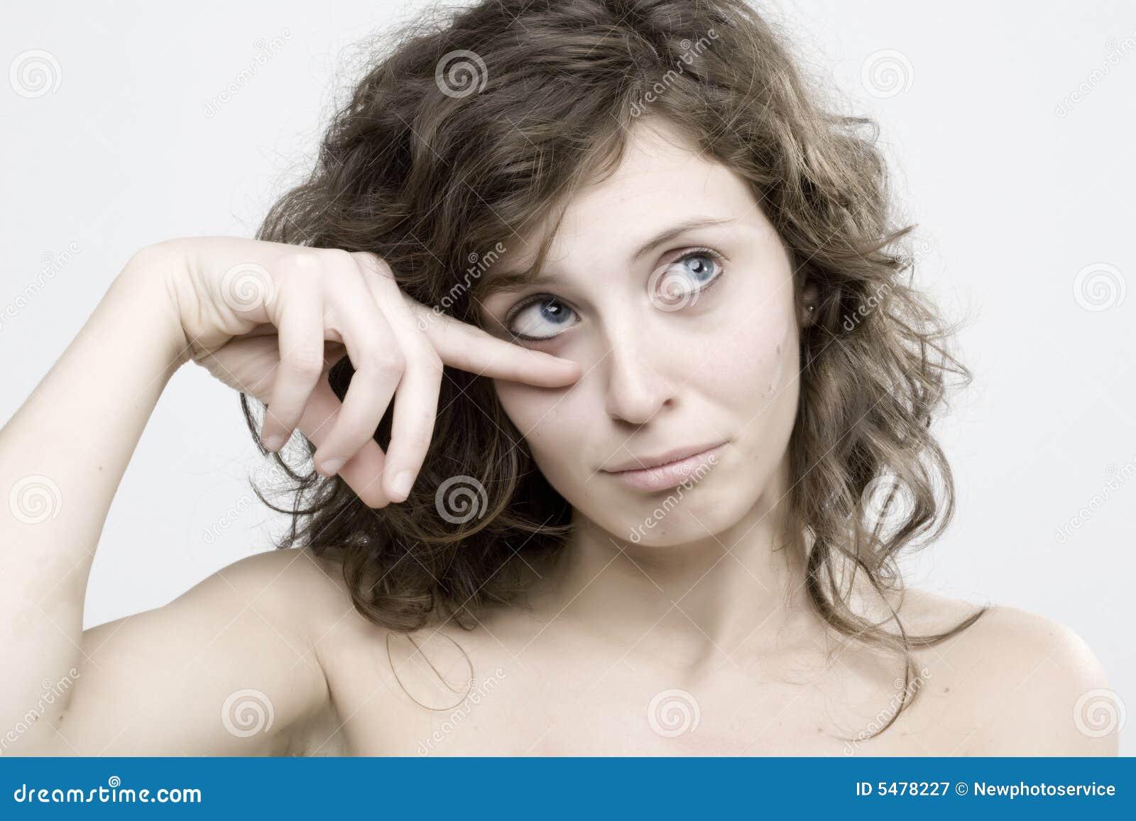 哭泣的纵向妇女年轻人
