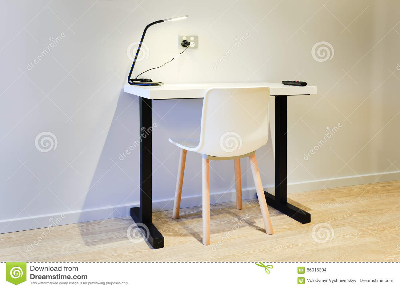 唯一书桌的comp