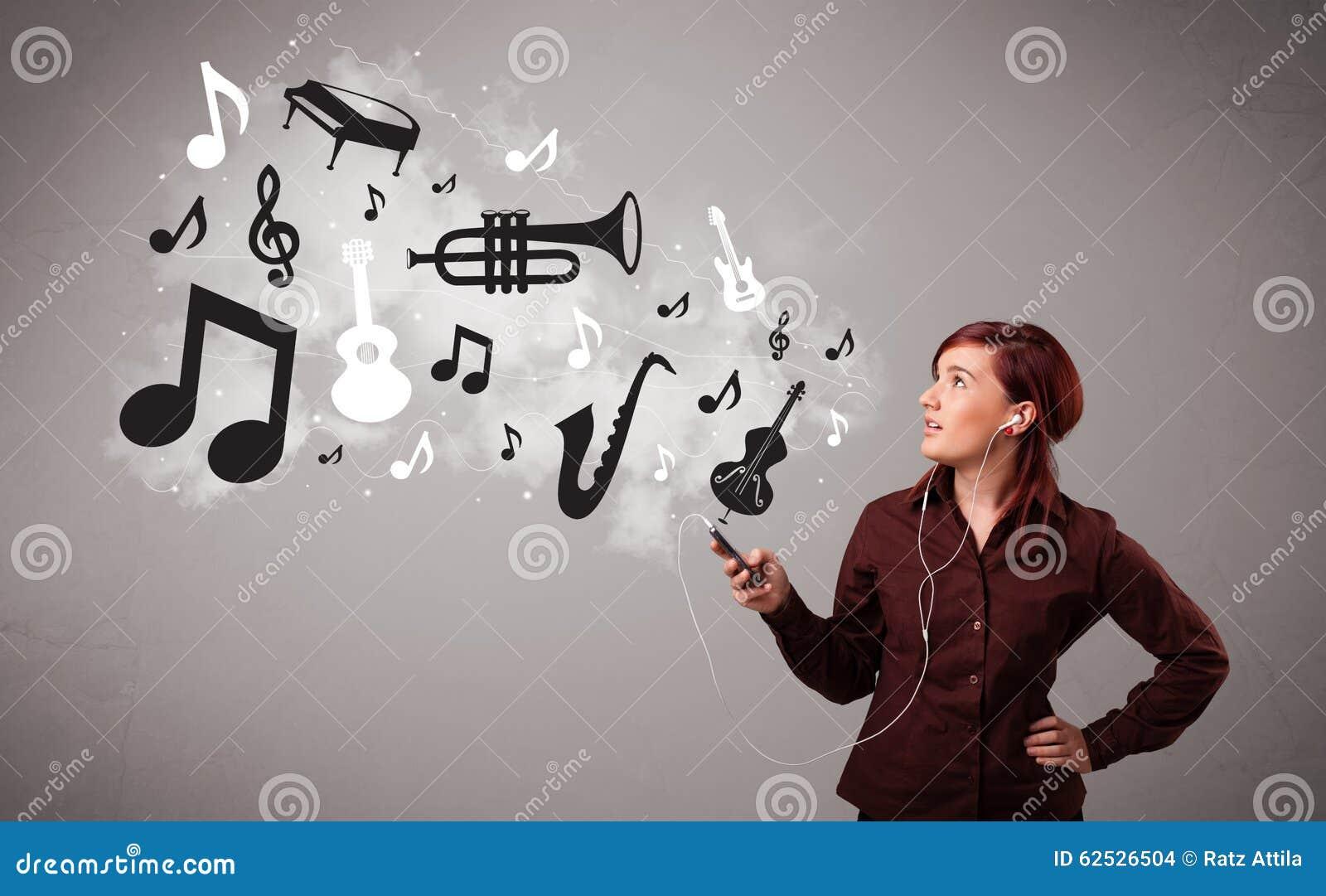 唱歌和听到与musica的音乐的美丽的少妇