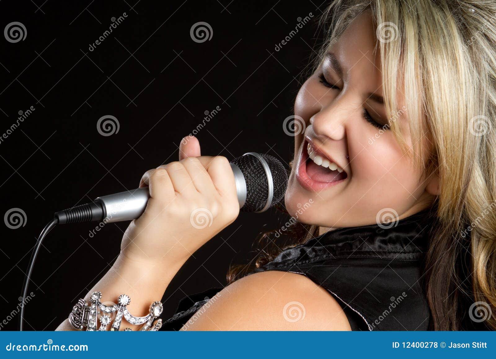 唱歌青少年