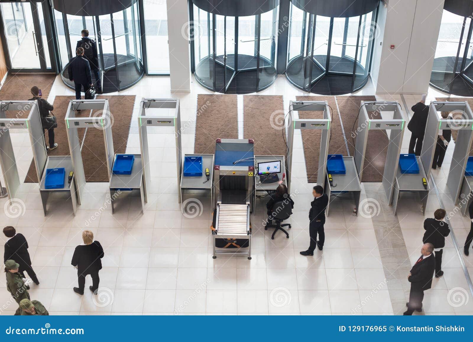 商业中心入口  金属探测器,安全