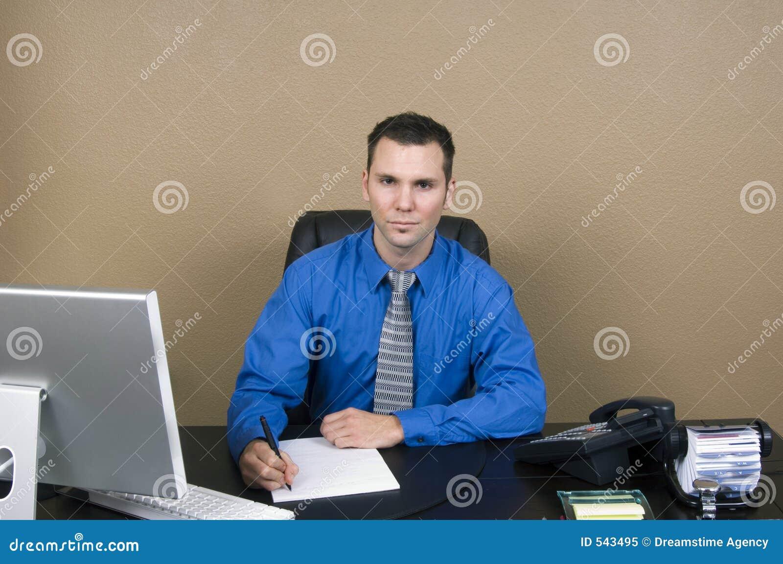 Download 商业他的人办公室 库存图片. 图片 包括有 计划, 信息, 职员, 白种人, 远程, 文字, 服务台, 电话 - 543495