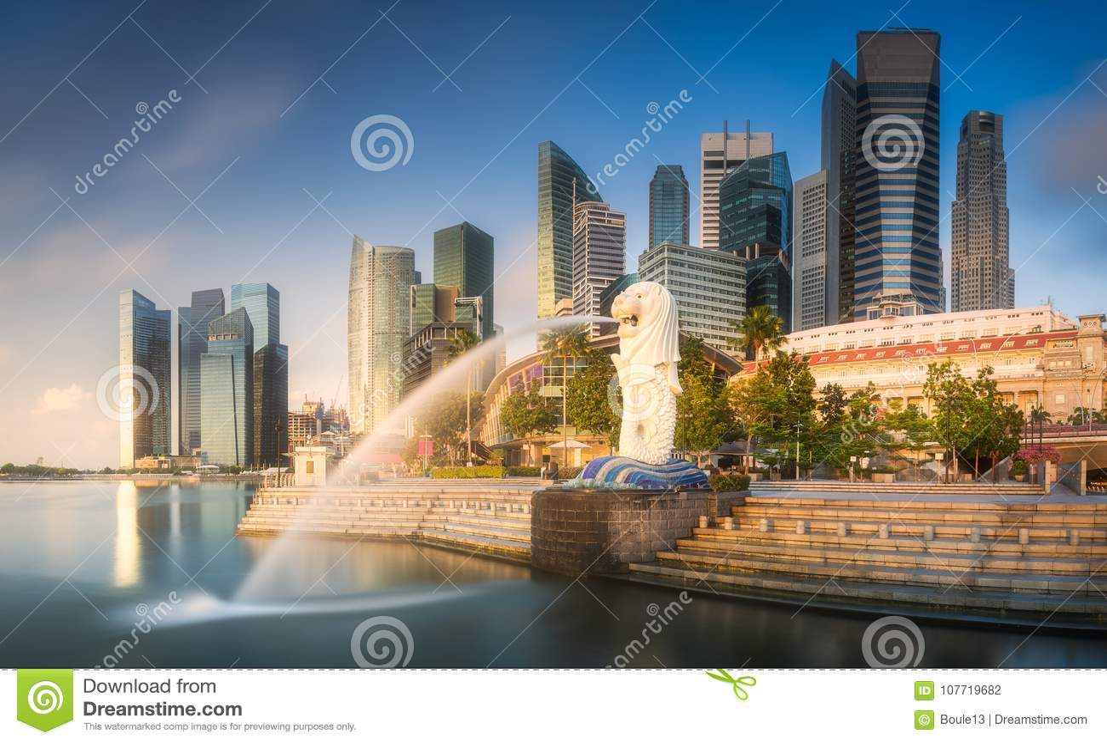 商业区和小游艇船坞海湾在新加坡