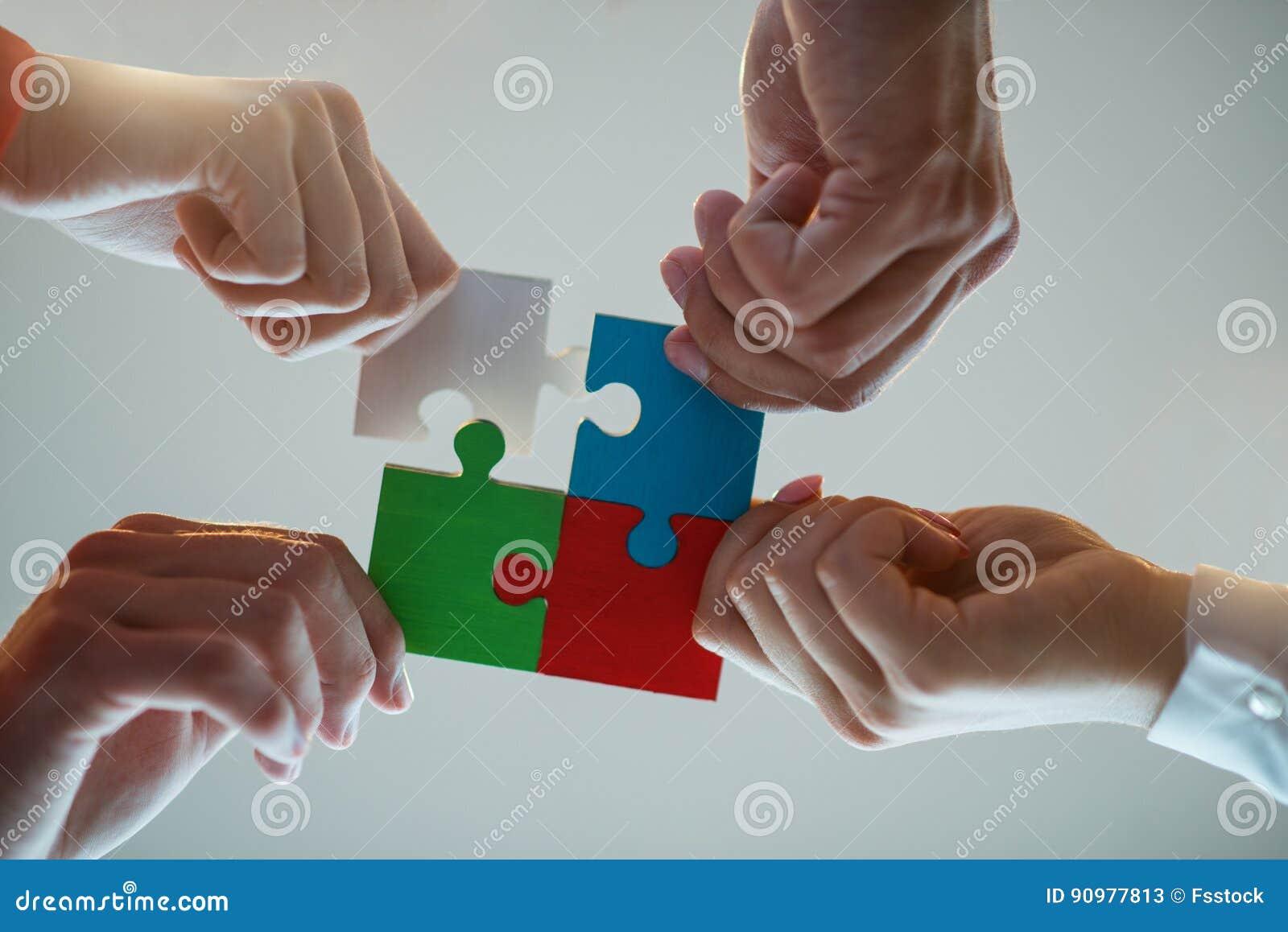 商人七巧板合作队概念