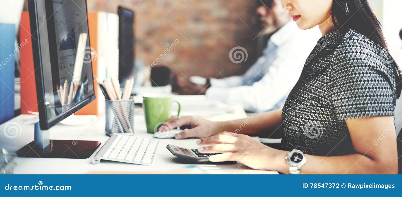 商人分析想法的财务成长成功概念