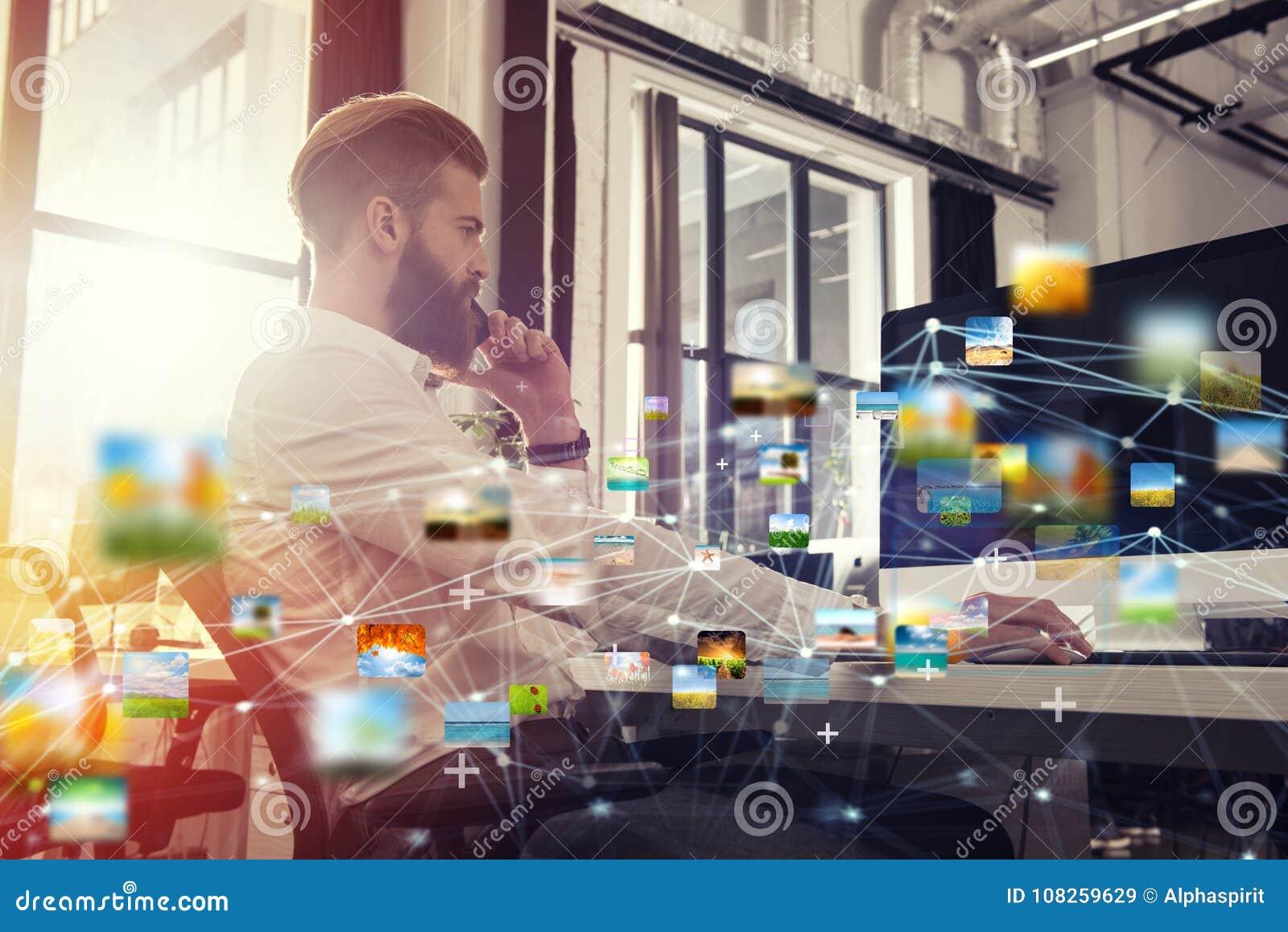 商人在互联网连接的办公室 新运作公司的概念