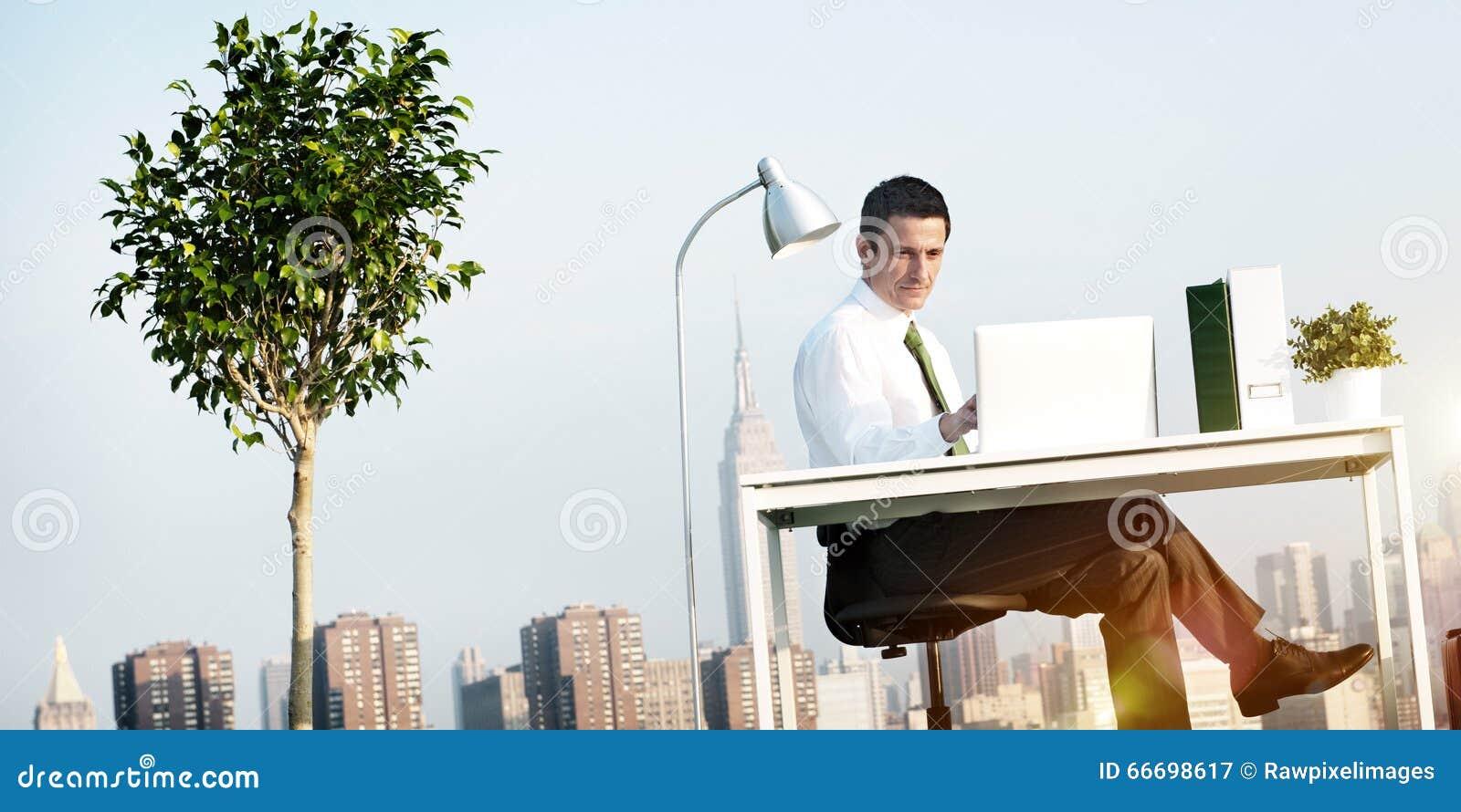 商人绿色办公室屋顶概念