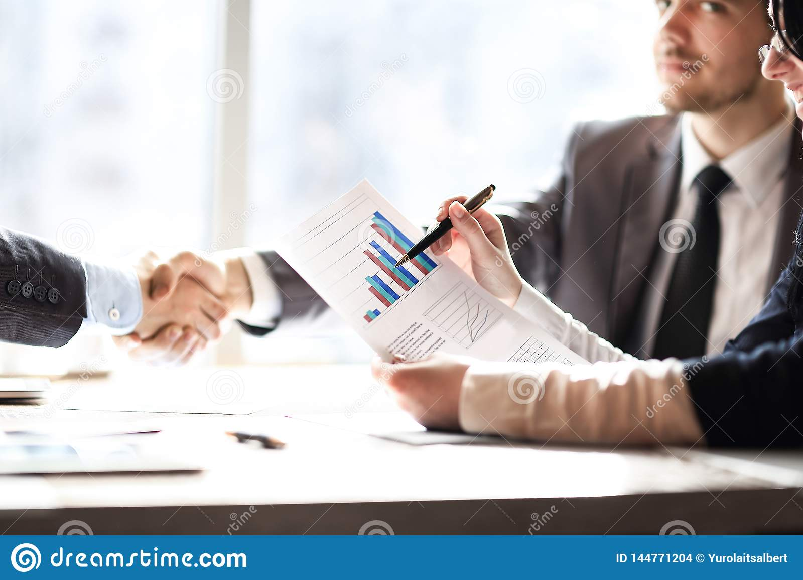 ?? 商务伙伴财政发展和握手日程表