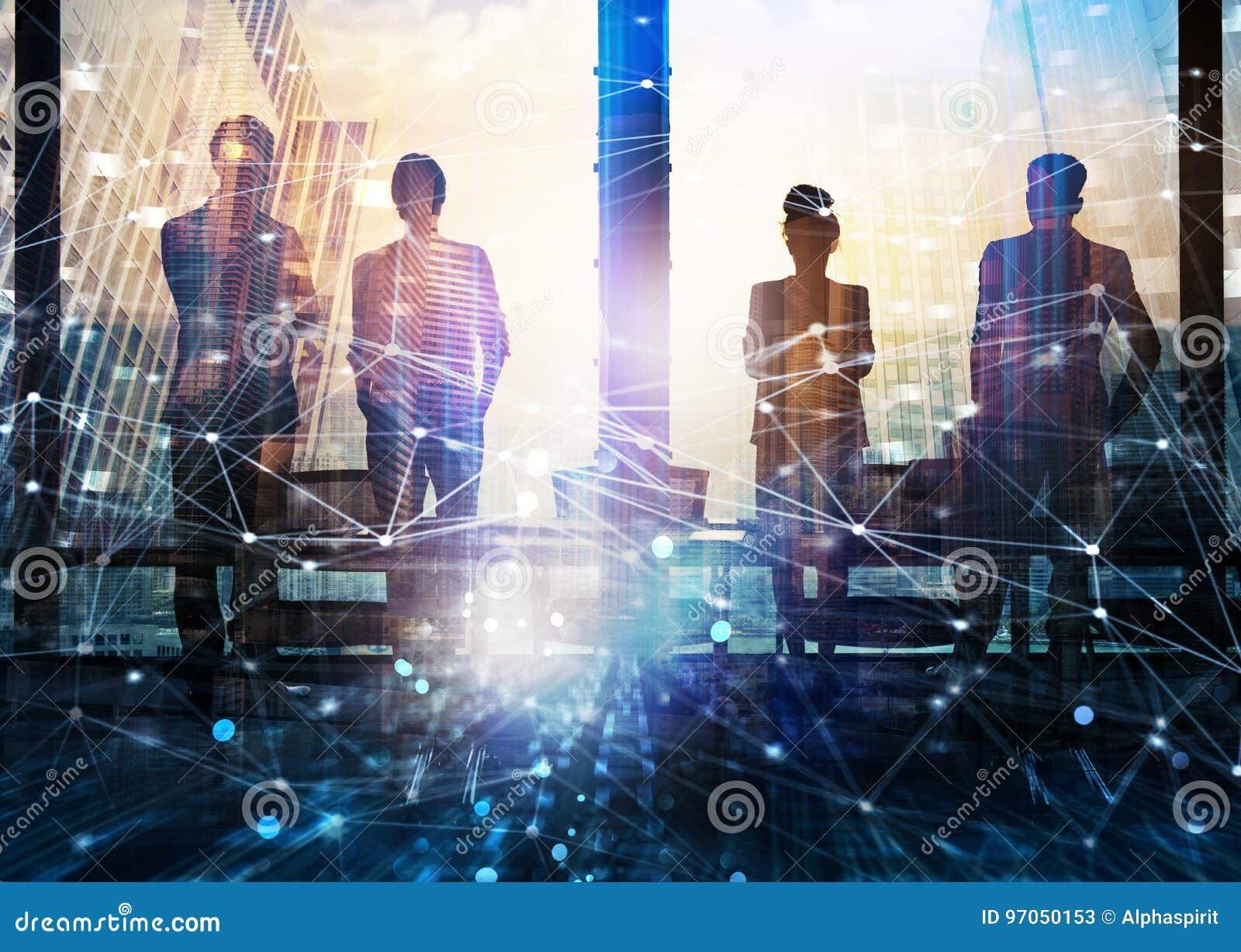 商务伙伴寻找与网络数字式作用的小组未来