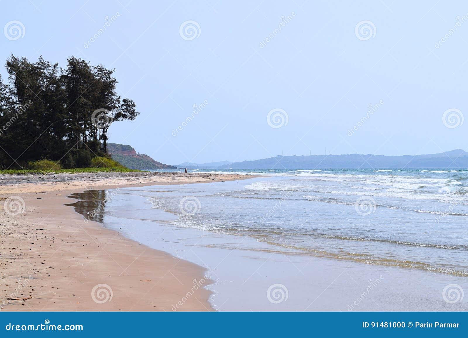 商品海滩-一个平静和原始海滩在Ganpatipule,拉特纳吉里,马哈拉施特拉,印度
