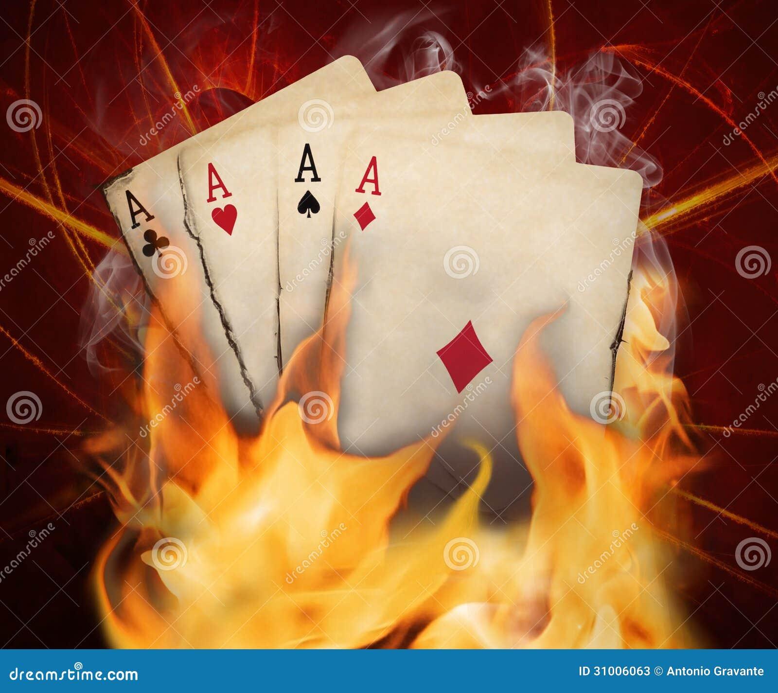 啤牌在火的卡片烧伤