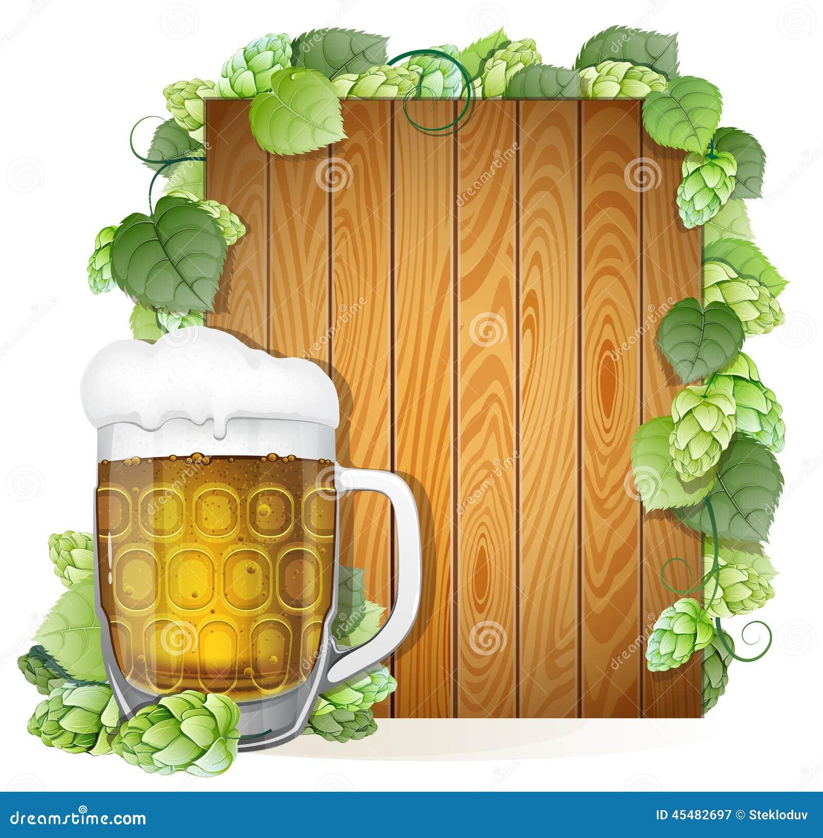 啤酒杯和蛇麻草在木背景