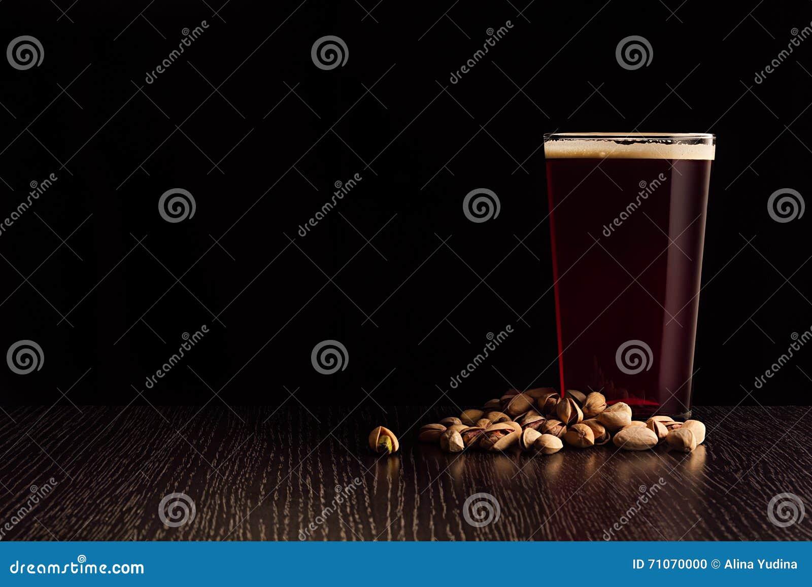 啤酒红色强麦酒和快餐
