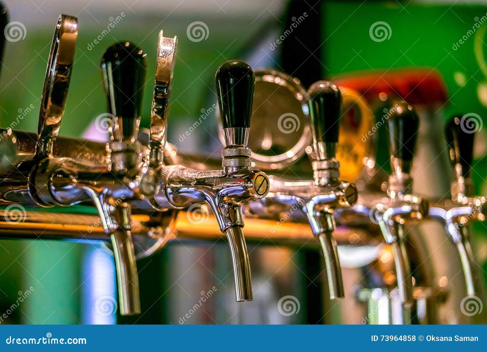 啤酒轻拍在客栈