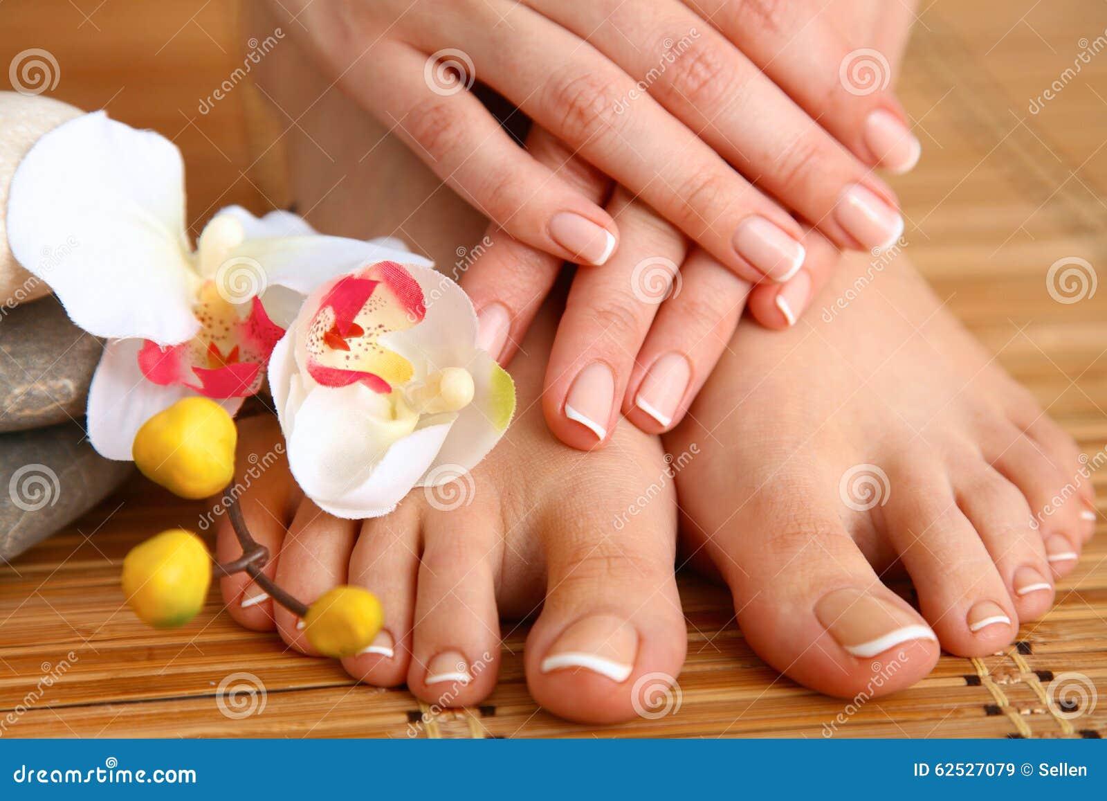 喜欢有花的美好的妇女腿
