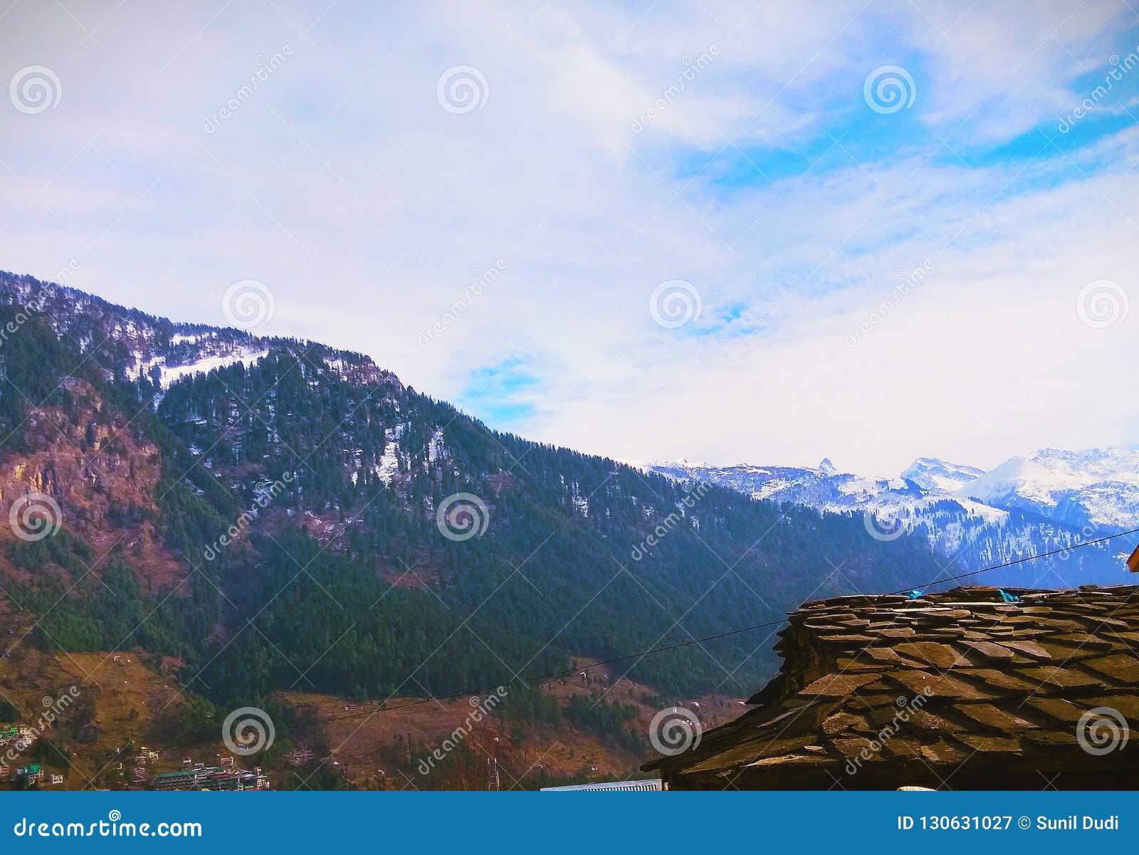 喜马拉雅山snowline开始在马纳利