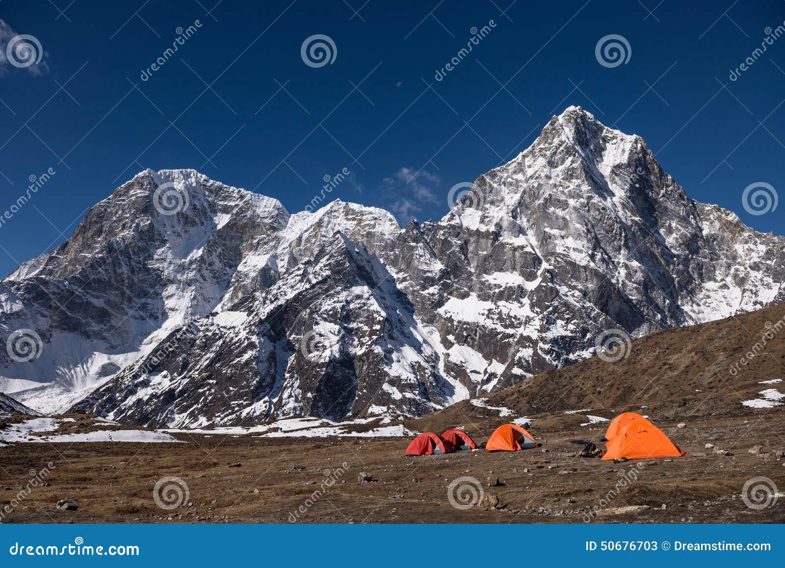 Download 喜马拉雅的基本阵营 库存图片. 图片 包括有 野营, 远征, 尼泊尔, 帐篷, 活动家, 峰顶, 孑然, 喜马拉雅 - 50676703