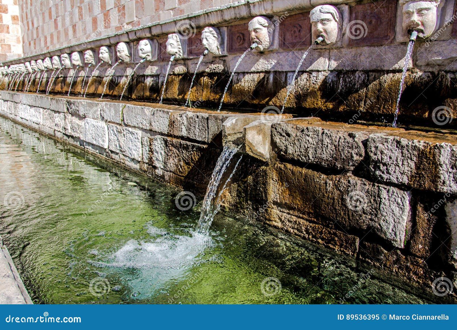 99喷口Fontana delle 99 cannelle的喷泉, L天鹰座