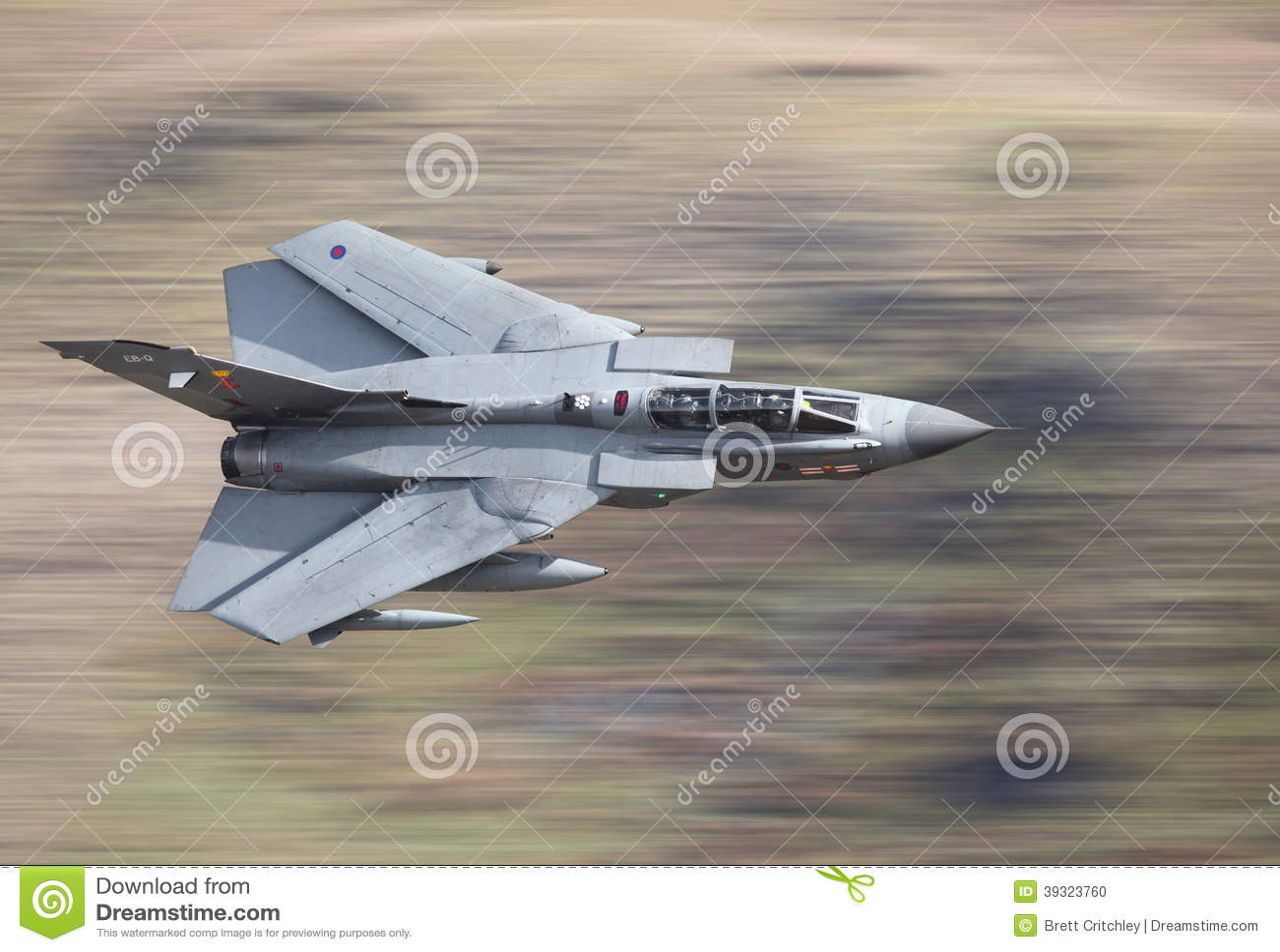 喷气式歼击机龙卷风