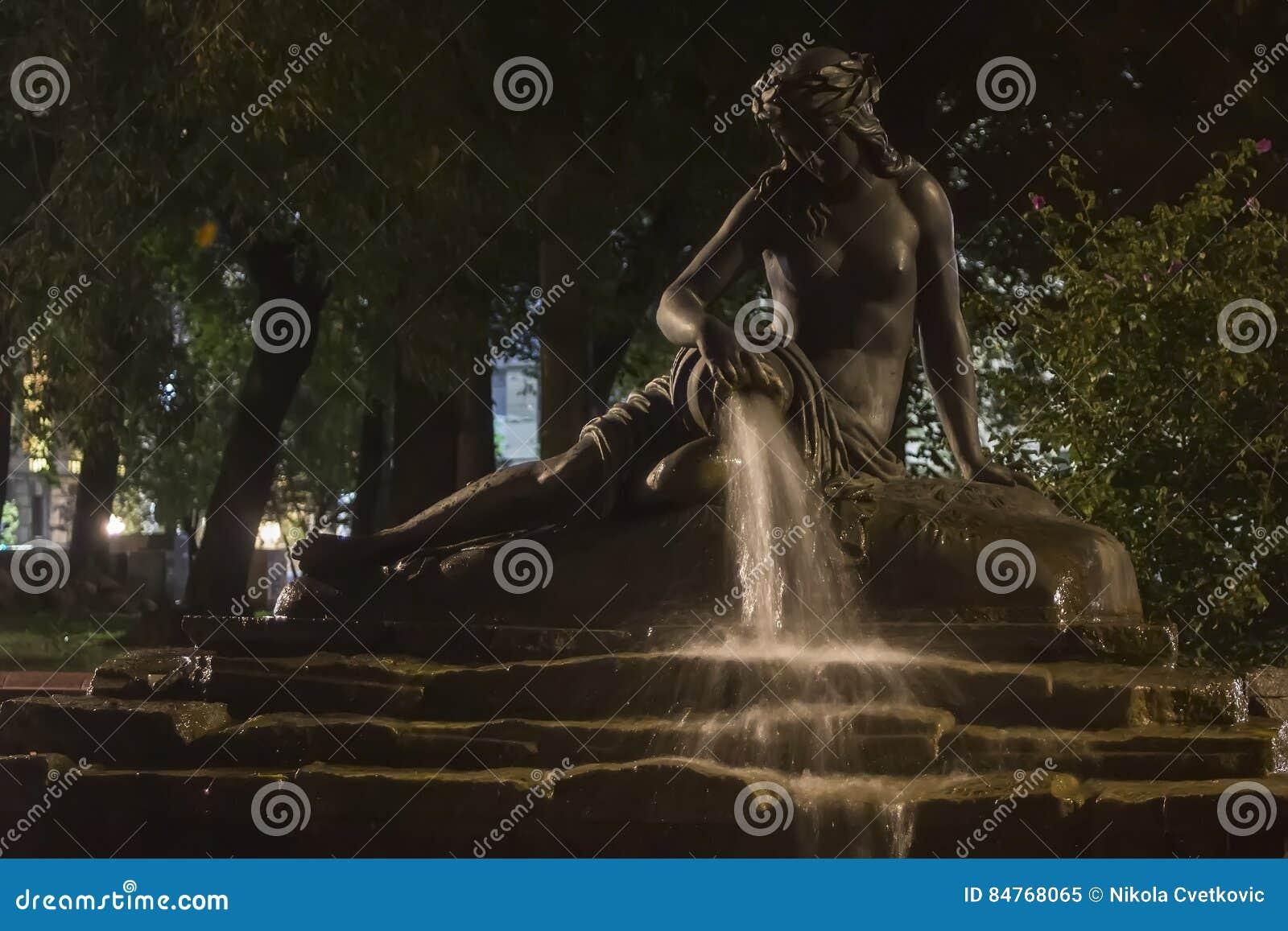 喷泉宝瓶星座在晚上