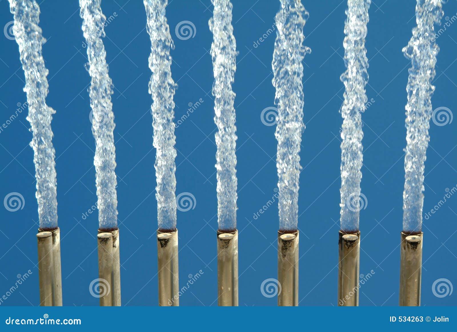Download 喷泉水 库存图片. 图片 包括有 管道, 表单, 室外, 蓝色, 水色, 云彩, 供水系统, 瀑布, 行动, 移动 - 534263