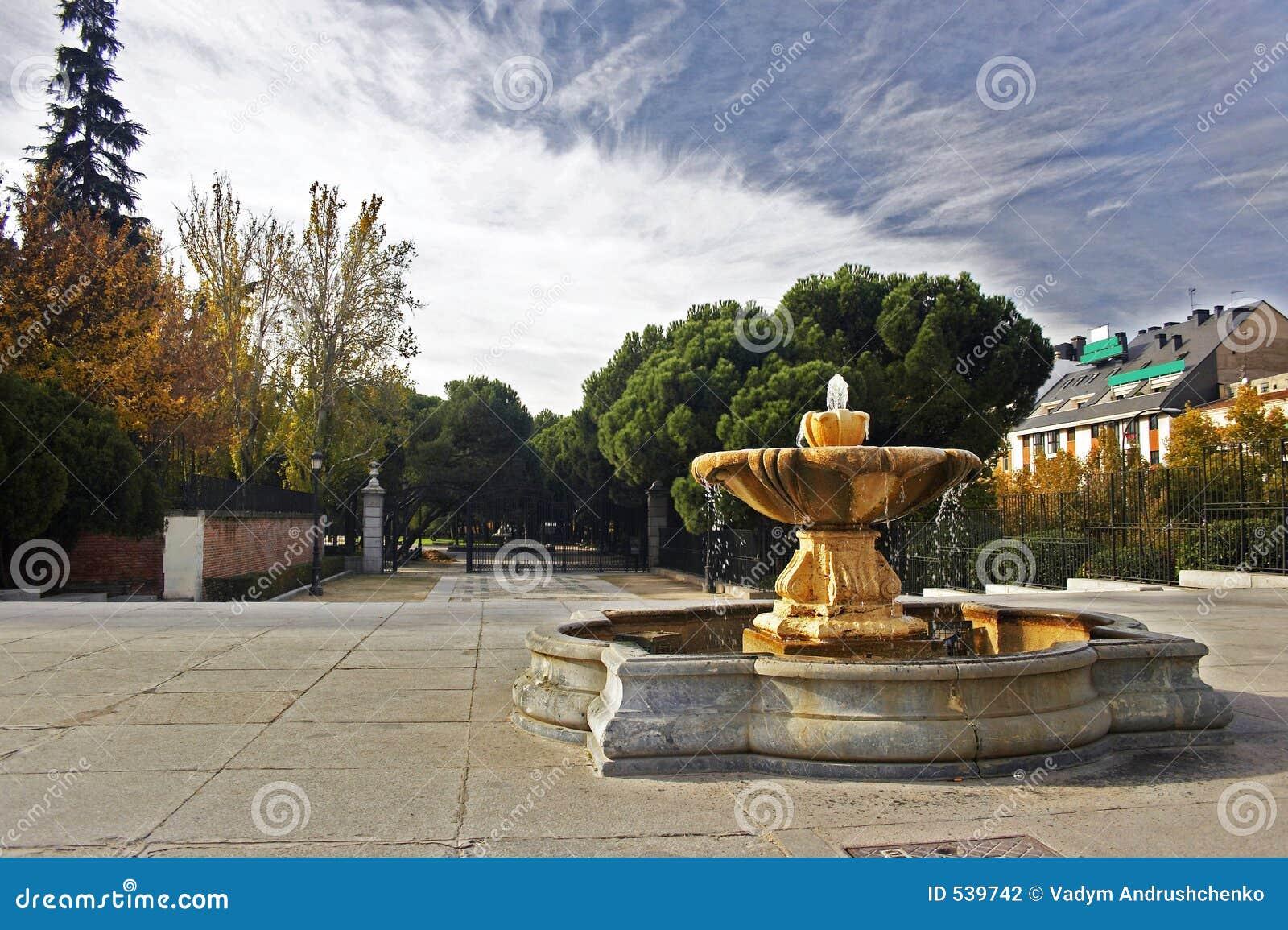 Download 喷泉 库存照片. 图片 包括有 西班牙, 公园, 马德里, 石头, 喷泉, 布哈拉, 灯笼, 拱道, 艺术, 喷口 - 539742