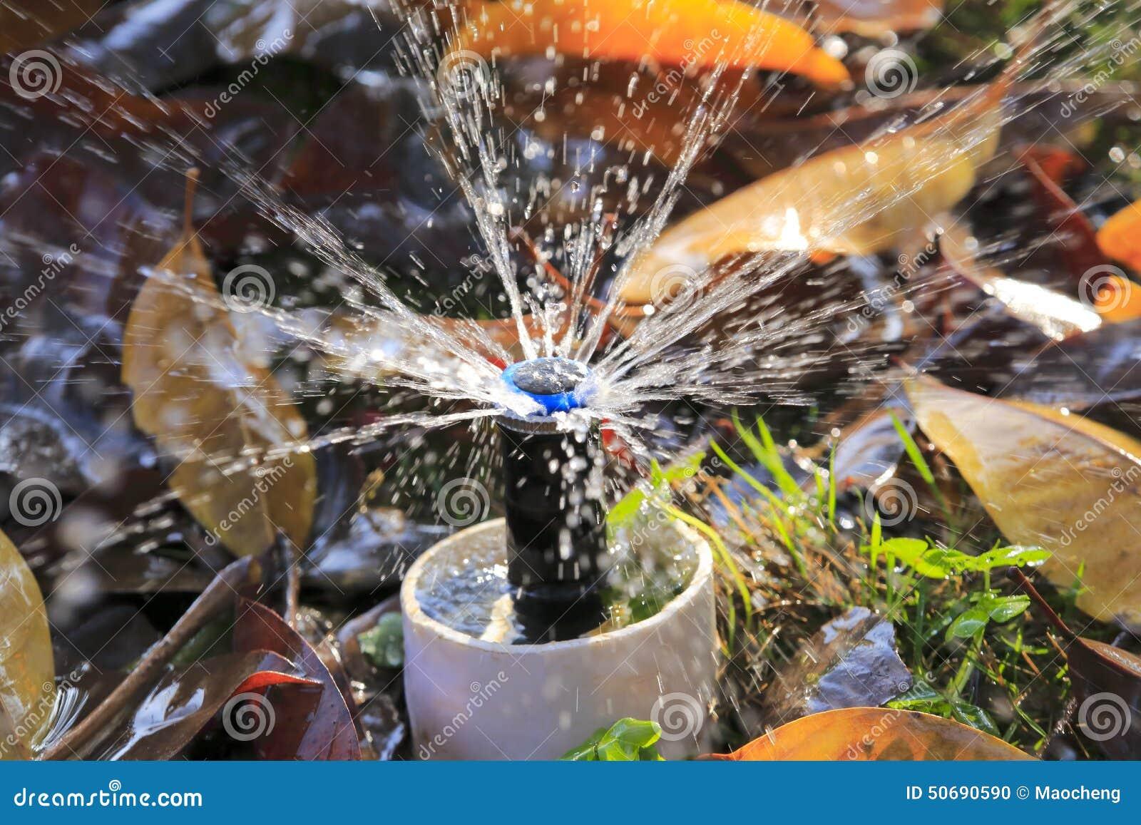 Download 喷水龙头 库存照片. 图片 包括有 龙头, 喷口, 湿气, 公园, 浪花, 下落, 排斥, 草甸, 管道 - 50690590