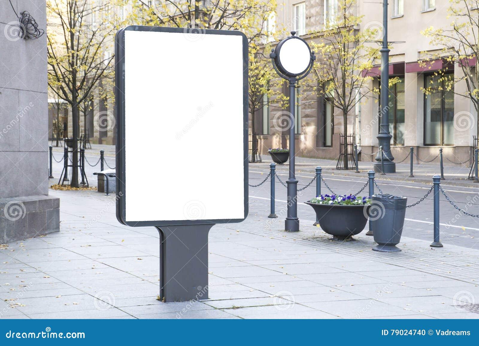 嘲笑 空白的广告牌户外,户外广告,社会信息板在城市