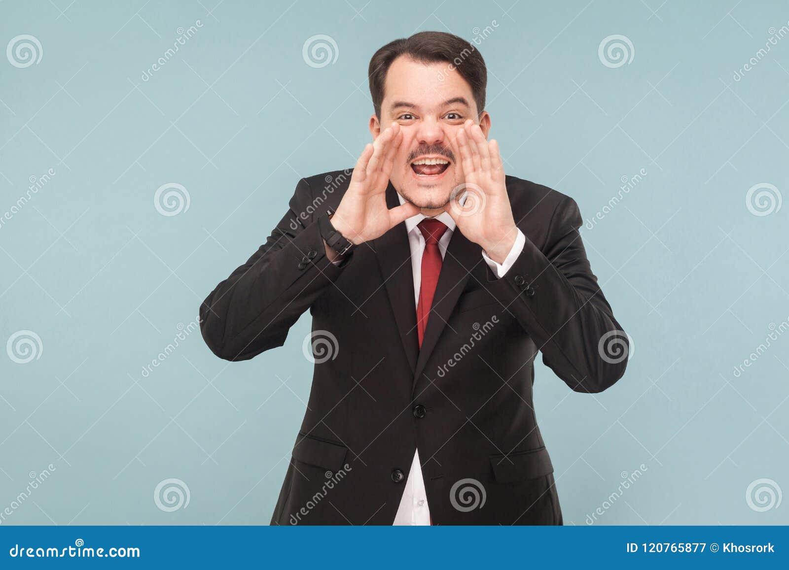 嘿您!忧虑在照相机的商人呼喊