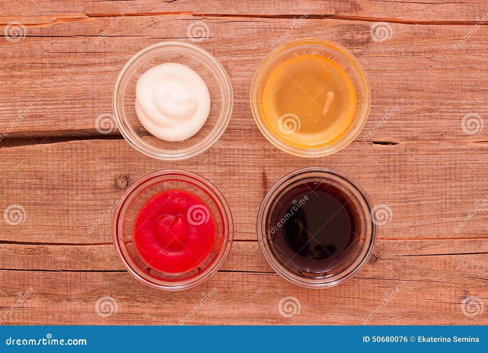 Download 四在杯子的不同调味汁在桌上 库存照片. 图片 包括有 空白, 蛋黄酱, 单独, 番茄酱, 背包, 玻璃, 前浆手 - 50680076