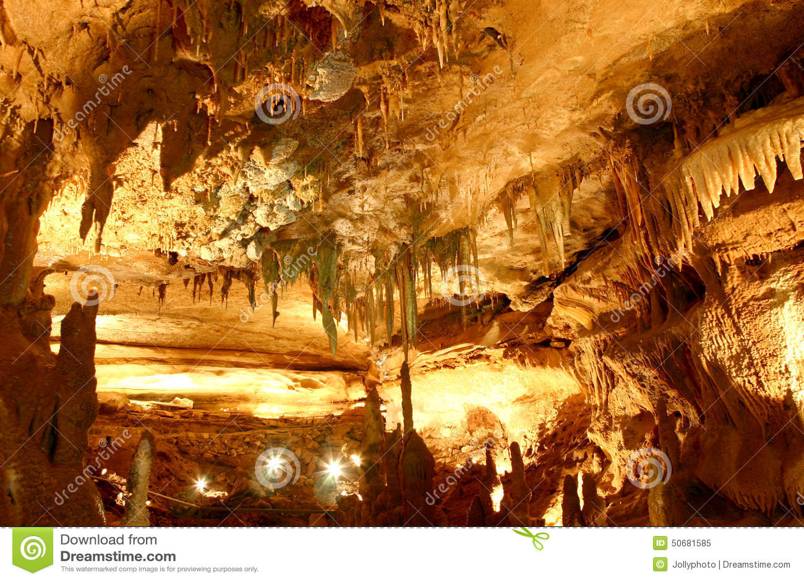 Download 回到内在大教堂 库存图片. 图片 包括有 神奇, 主街上, 顶上, 帏帐, 业余性质的洞窟探勘者, 天鹰座 - 50681585