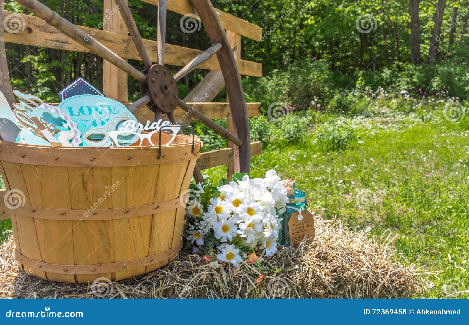 国家婚礼装饰在一个后院