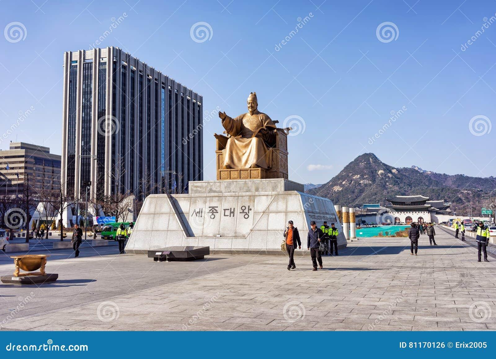国王Sejong的雕象Gwanghwamun广场的在汉城