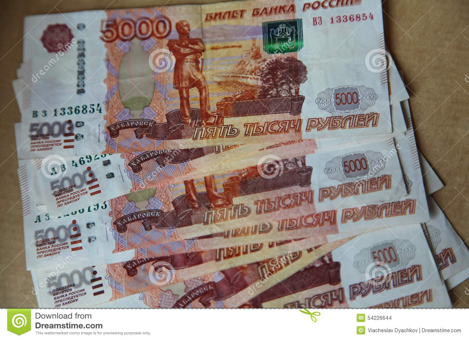 图片延长象俄罗斯联邦的央行的爱好者钞票与5一千卢布面值的