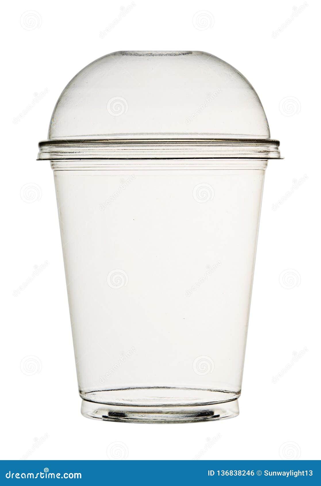 圆滑的人和鸡尾酒的透明塑料杯子,当盒盖,被隔绝在白色背景