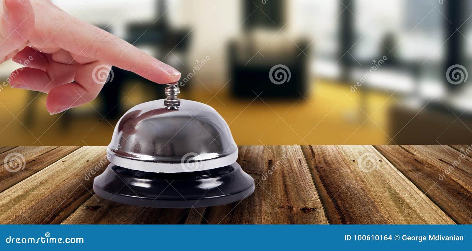 圆环响铃在旅馆里