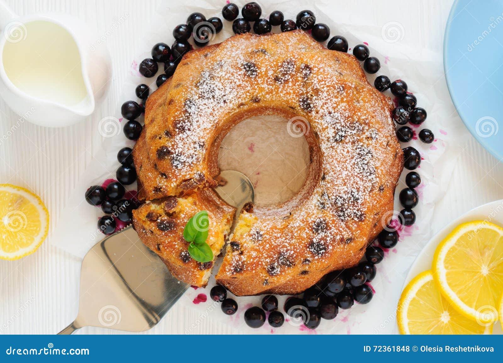 圆环葡萄干蛋糕,平的位置