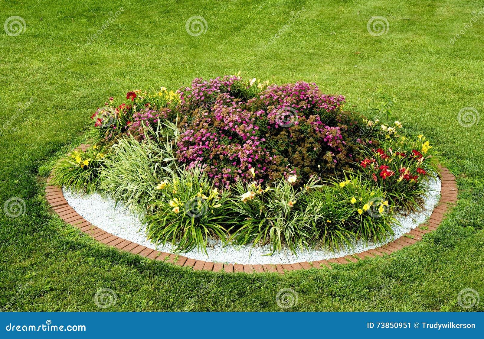 73850951 - Como decorar el jardin de mi casa ...