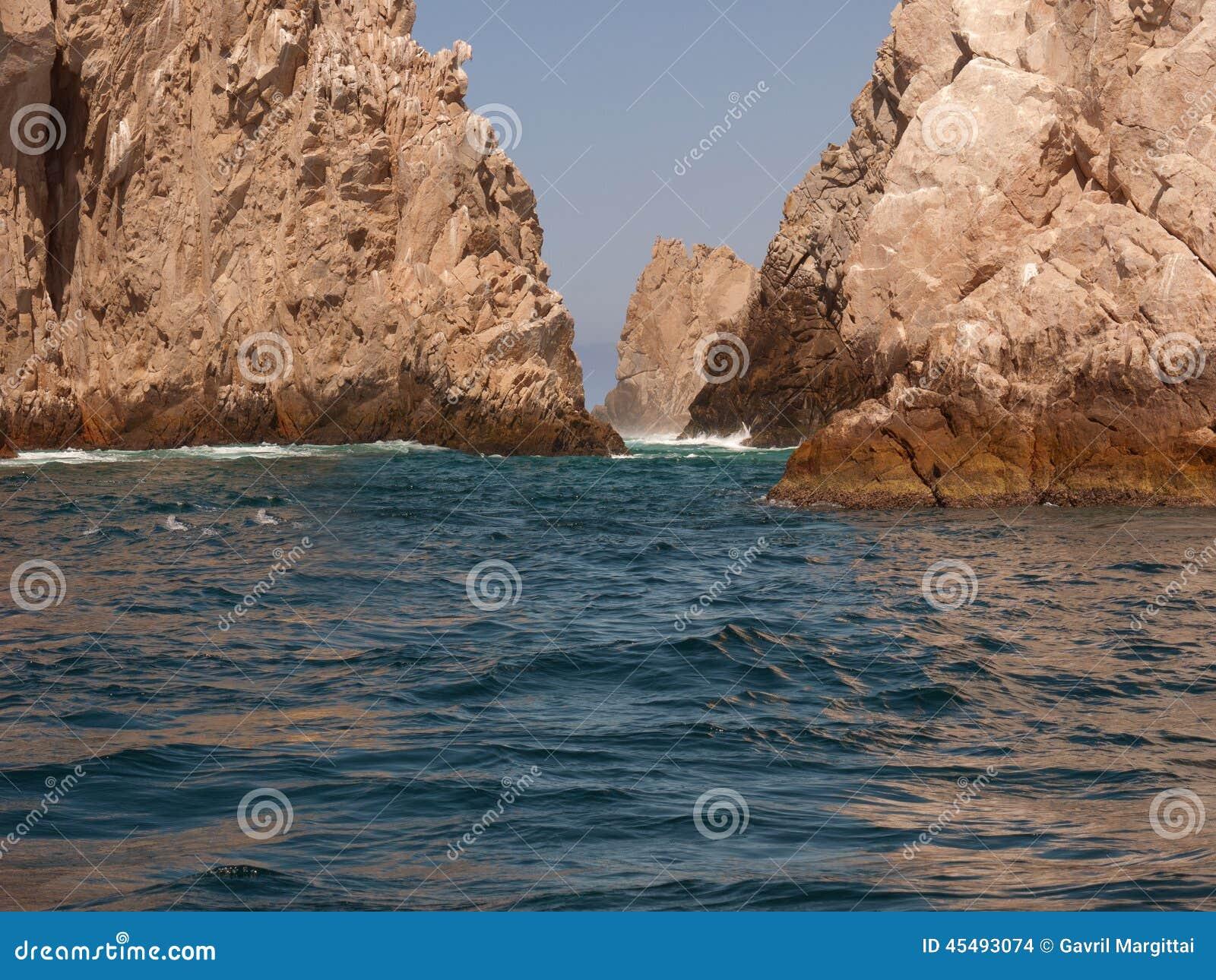 土地末端,在Cabo圣卢卡斯附近