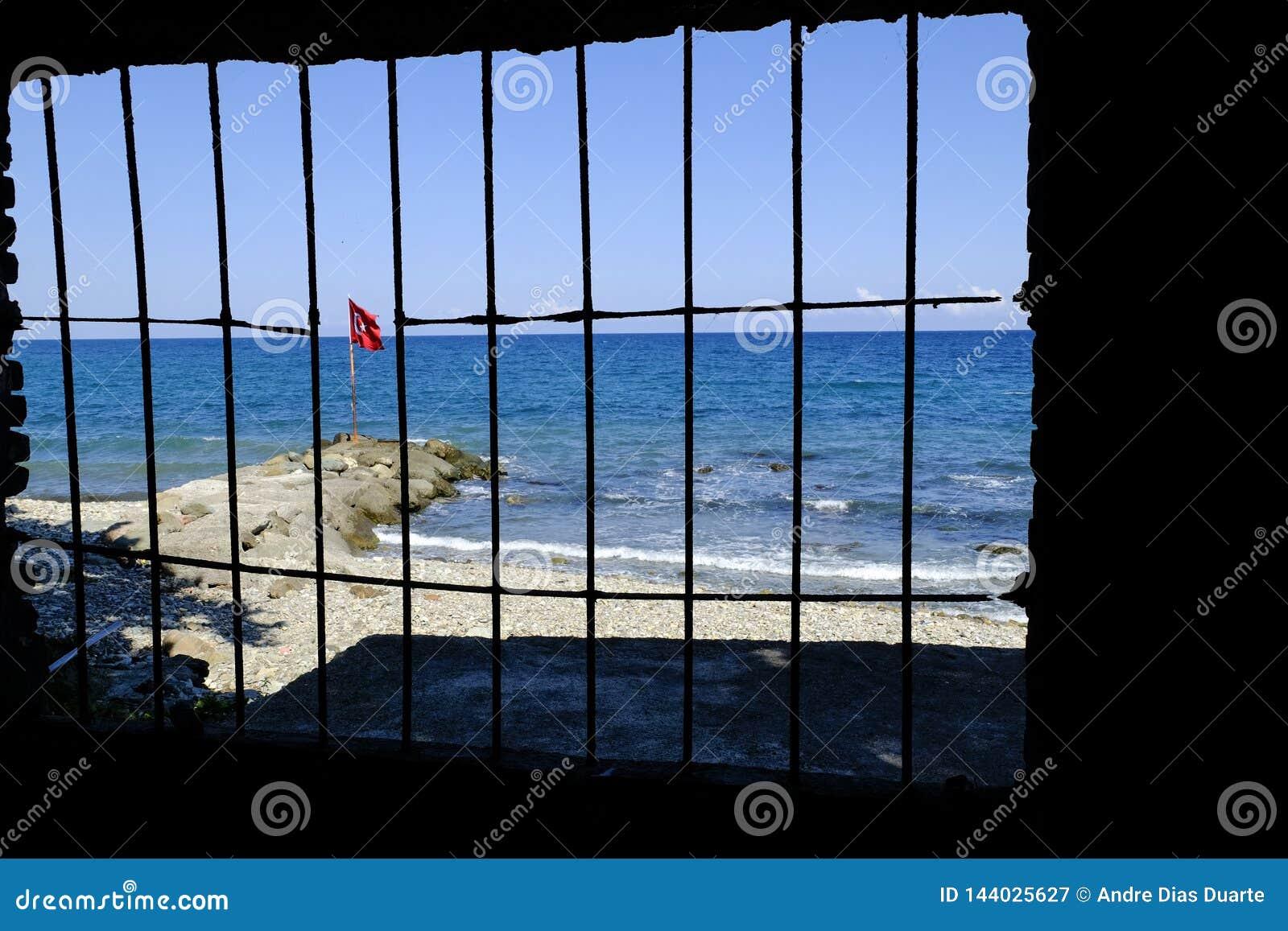 土耳其旗子关在监牢里