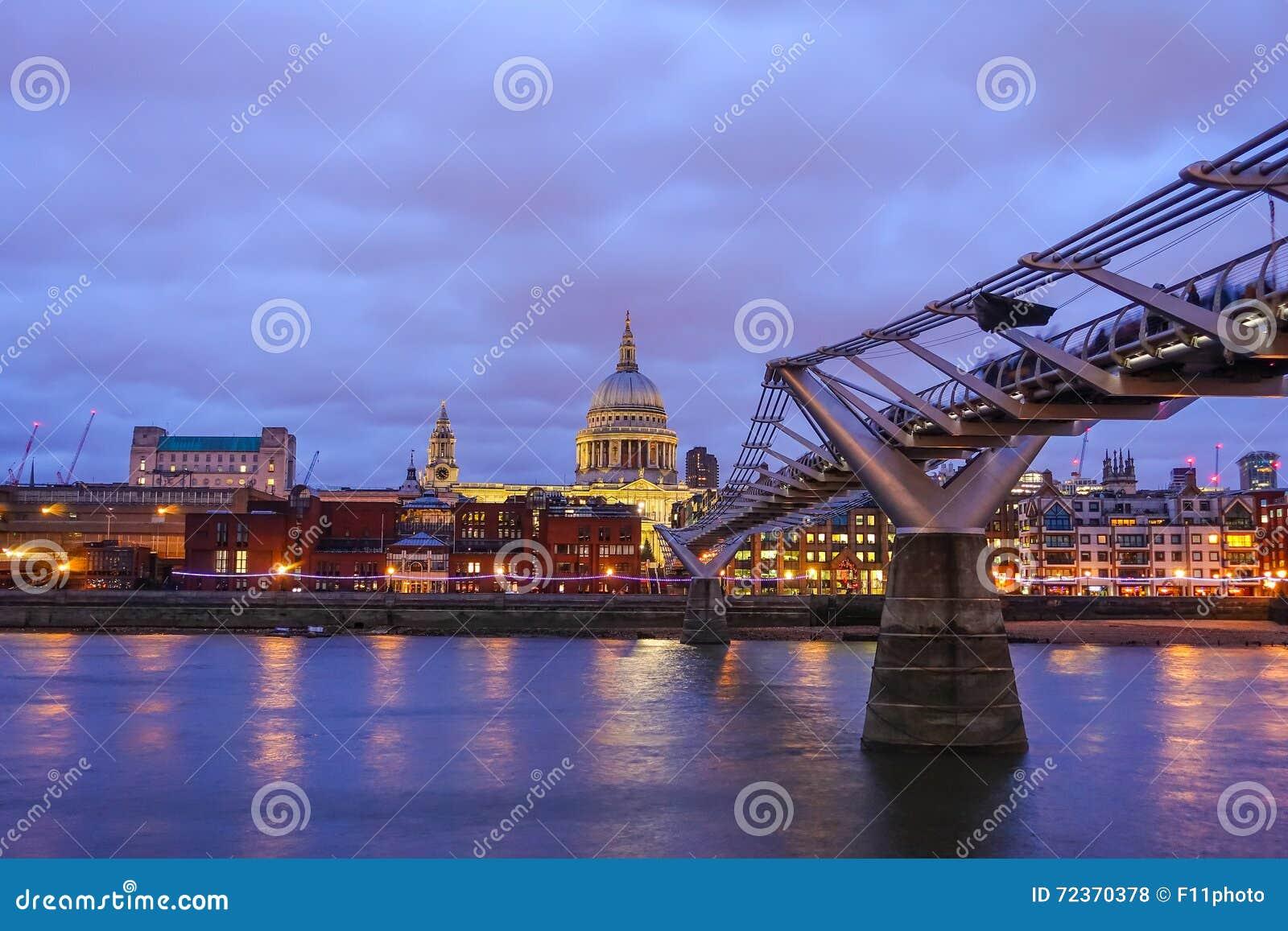 圣保罗的大教堂和伦敦地平线