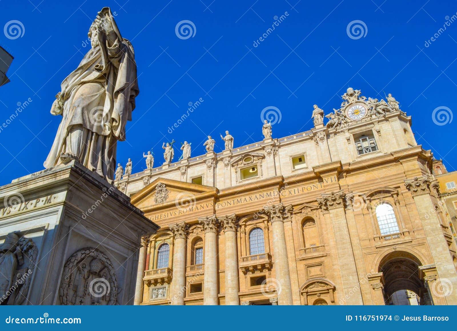 圣保罗雕象的看法传道者和圣皮特圣徒・彼得` s Bas