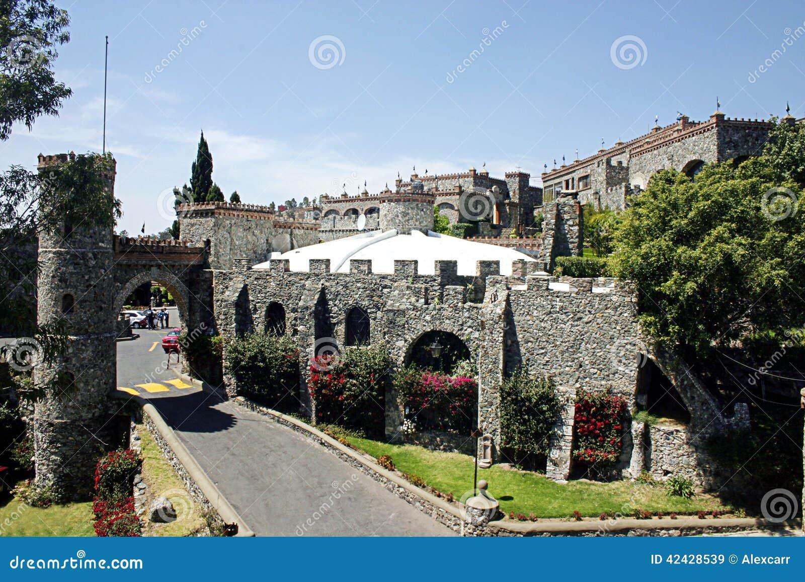 圣塔切奇利娅城堡
