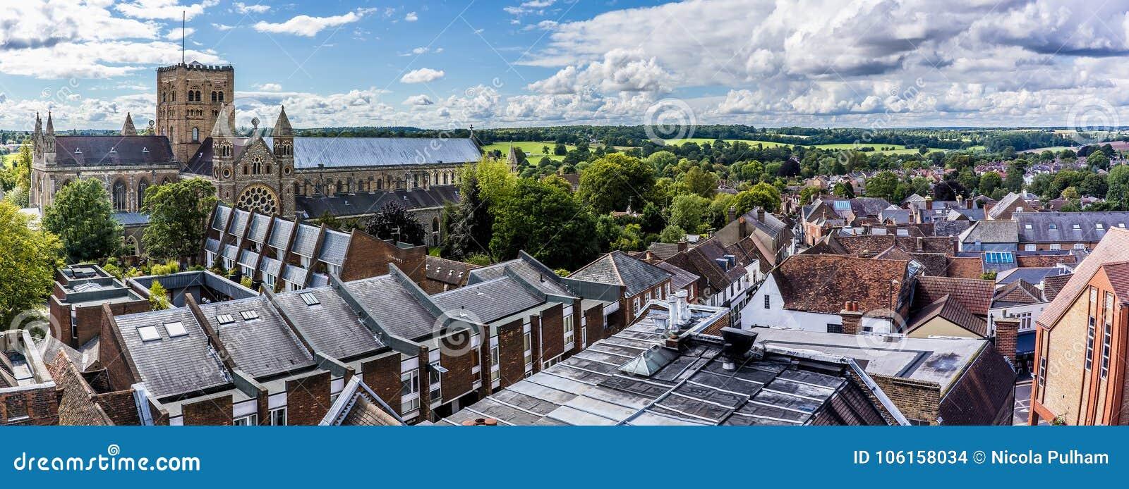 圣奥尔本斯,英国屋顶上面夏令时