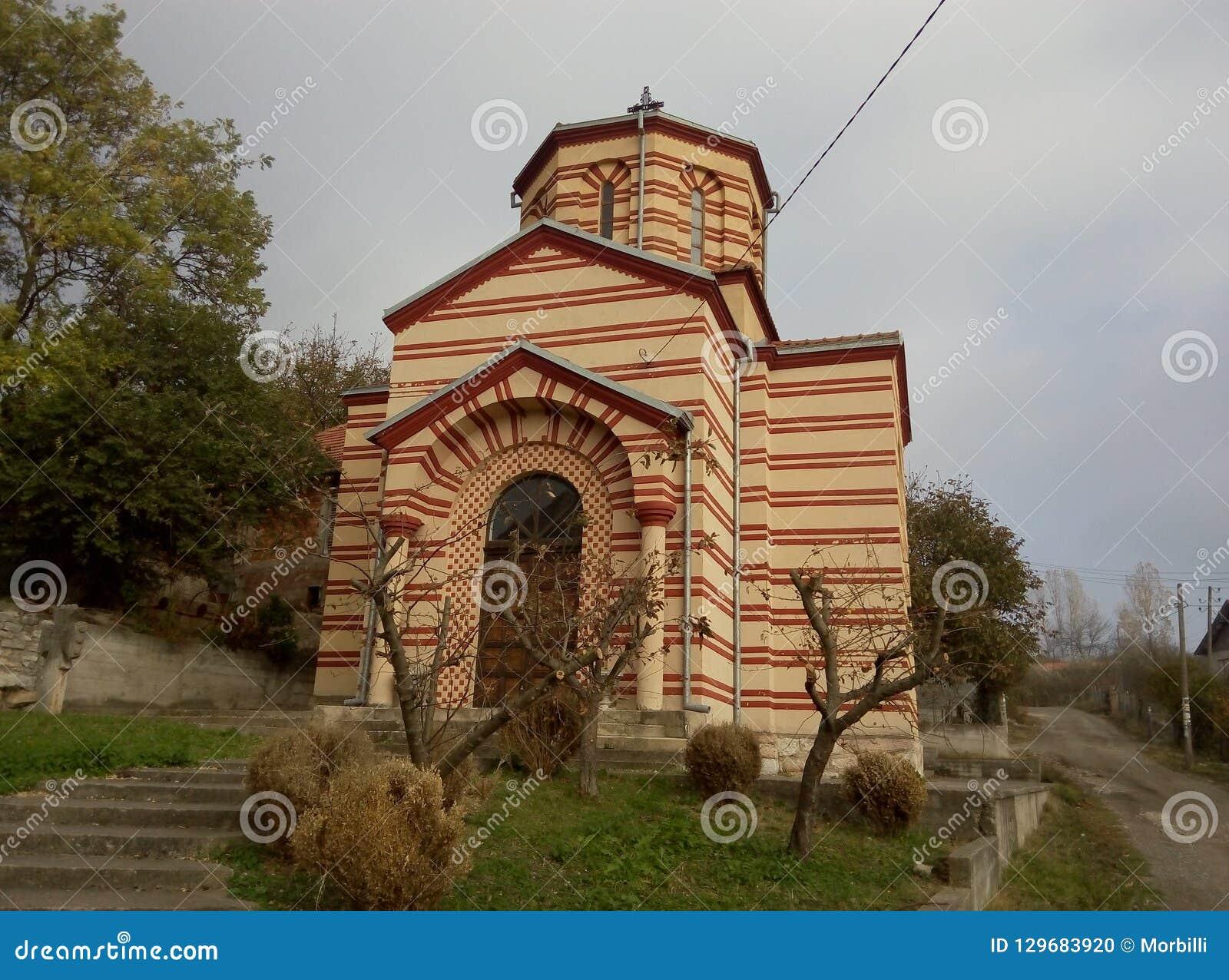 圣尼古拉斯教会在村庄Drajinac,塞尔维亚