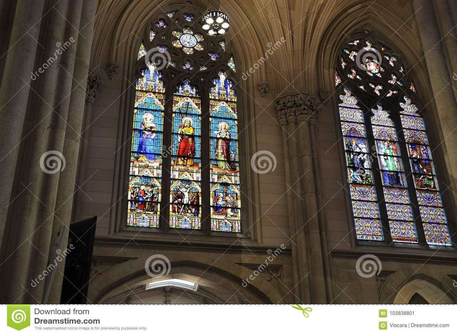 圣帕特里克从曼哈顿中城的大教堂内部在纽约在美国